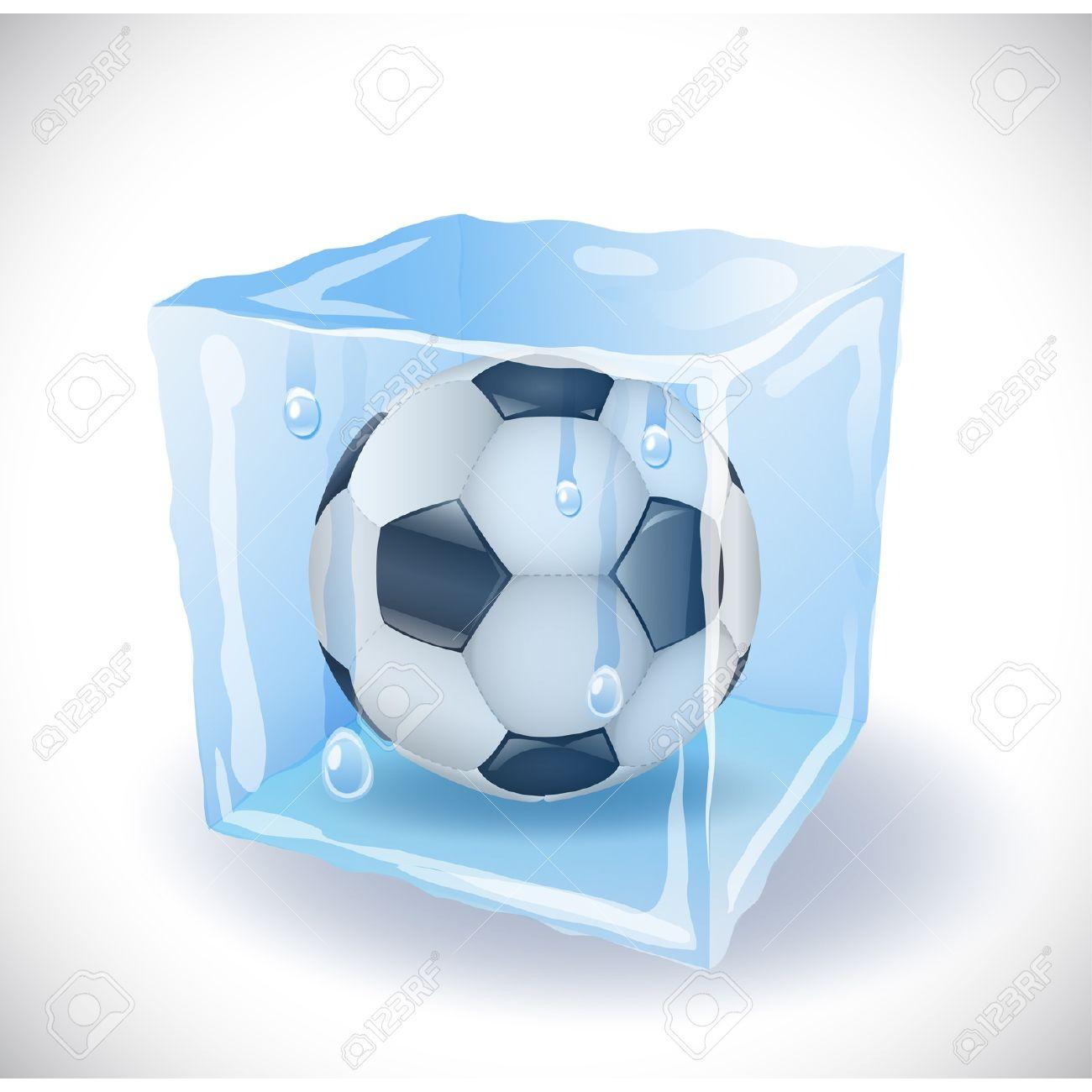 19126368-cubetto-di-ghiaccio-con-pallone-da-calcio-archivio-fotografico
