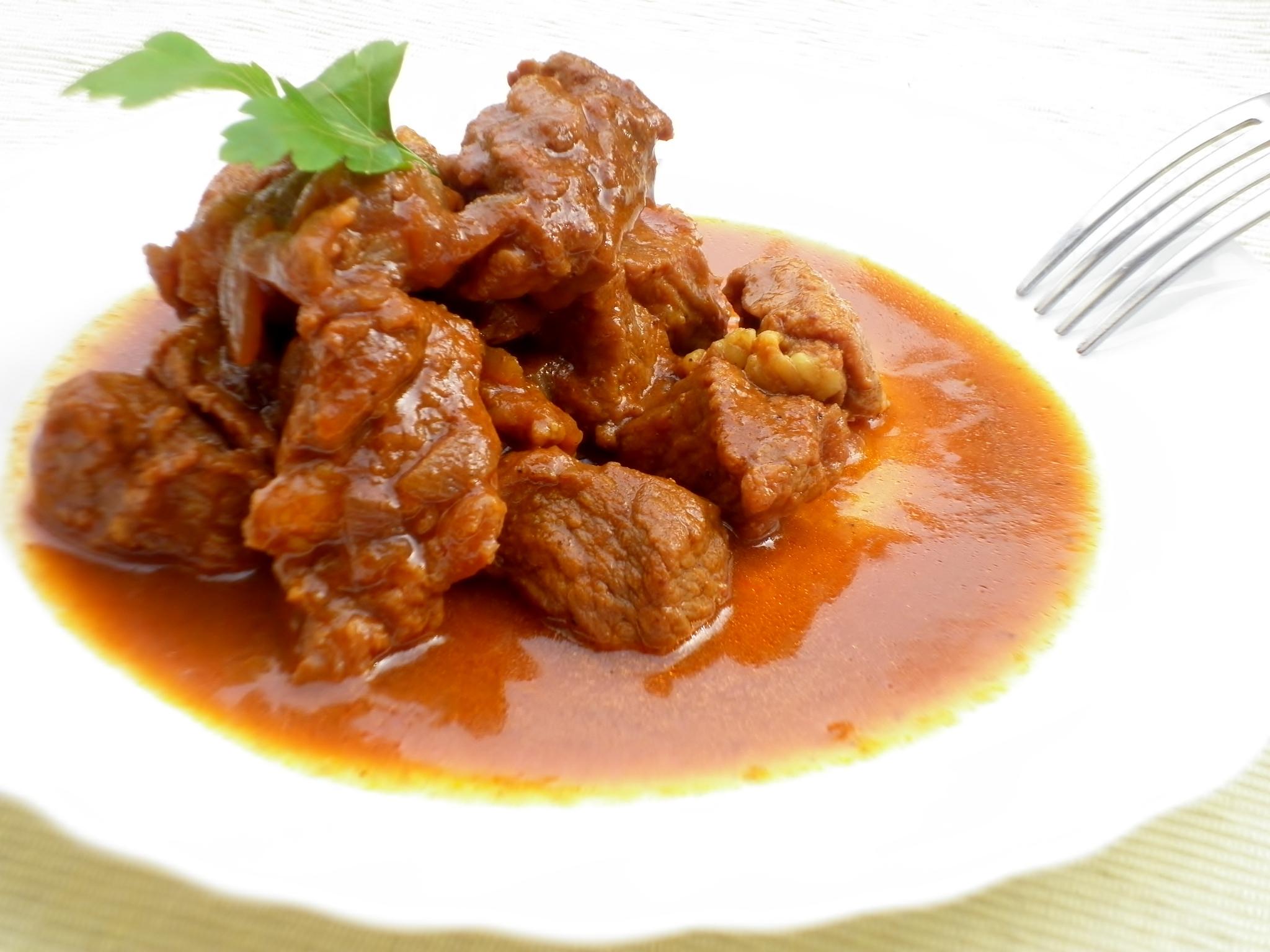 spezzatino-vitello-cipolle-paprika