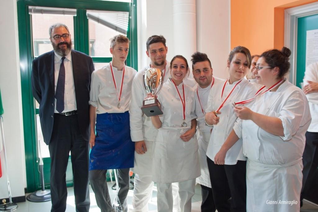 I giovani cuochi Enea Picaro, Duda Dorela, Ramona Puglisi  e i giovani pasticceri Lisa Velli, Nicholas Laudi ed Enea Raccagni - vincitori del concorso