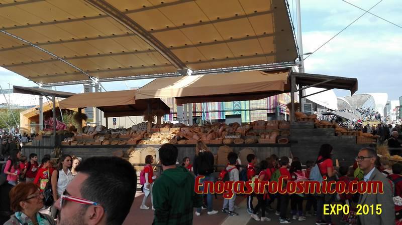 Il decumano, la via centrale di EXPO