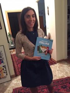 """Anna Prandoni con il suo nuovo libro """"Let's Cook Italian"""" per il mercato americano"""