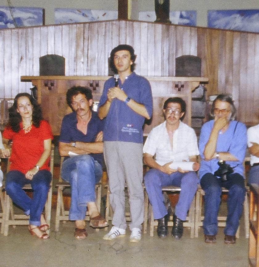 1982 Chiesa Barrio Riguero a Managua. Da sinistra, la Vice Ministro di Cultura Daysi Zamora, Sergio Michilini, Marco Cantarelli, uno studente e Padre Bernardino Formiconi