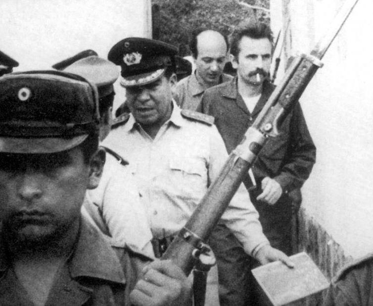 Il giorno dell'arresto di Ciro Bustos e Régis Debray