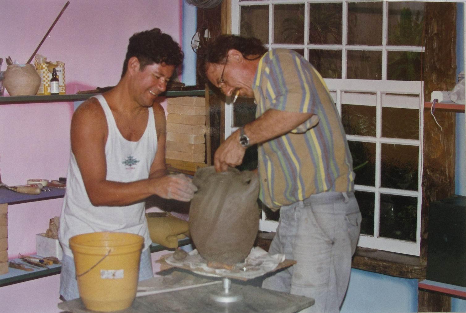 1998 Paraty, Brasil, con el ceramista Dalcir Ramiro