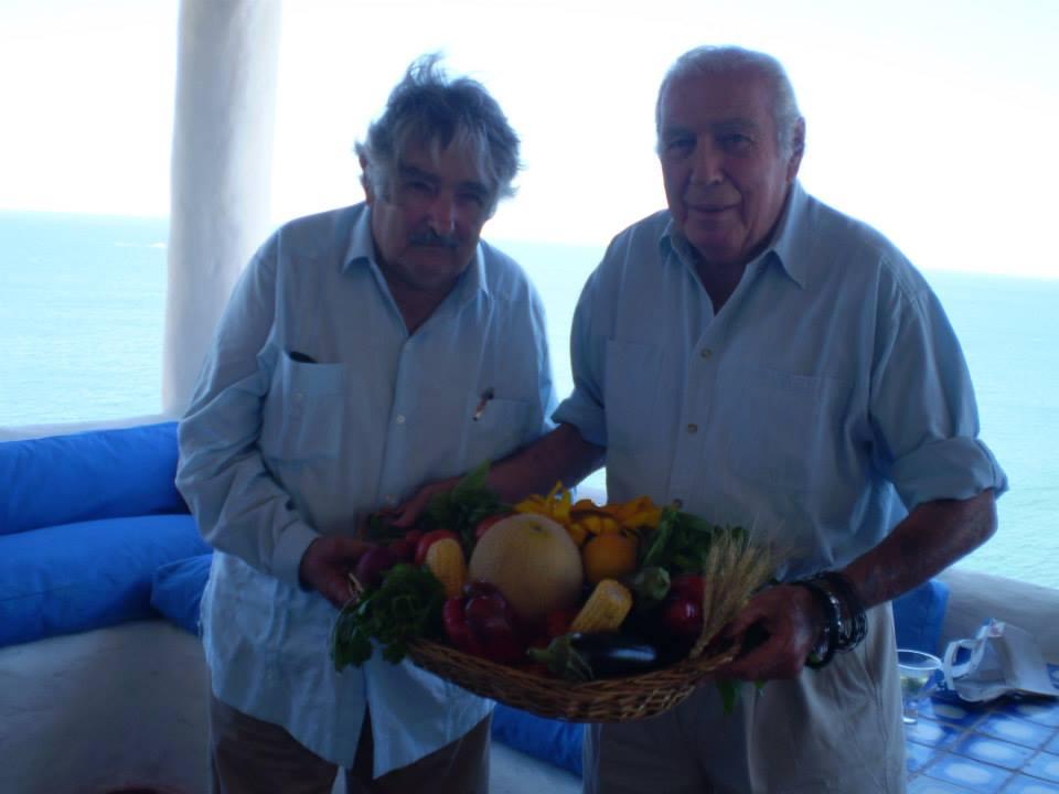 Carlos Páez Vilaró con Pepe Mujica