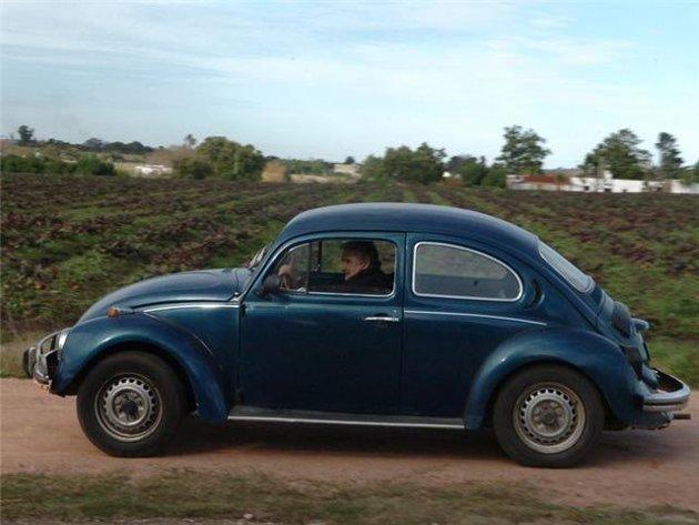 Il miglior presidente del mondo attuale, Pepe Mujica, con la sua gloriosa  Maggiolino Volkswagen