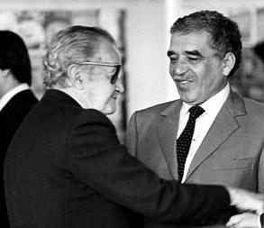 Con Gabriel García Márquez, c. 1982. Foto de Rafael López Castro. © AJR.