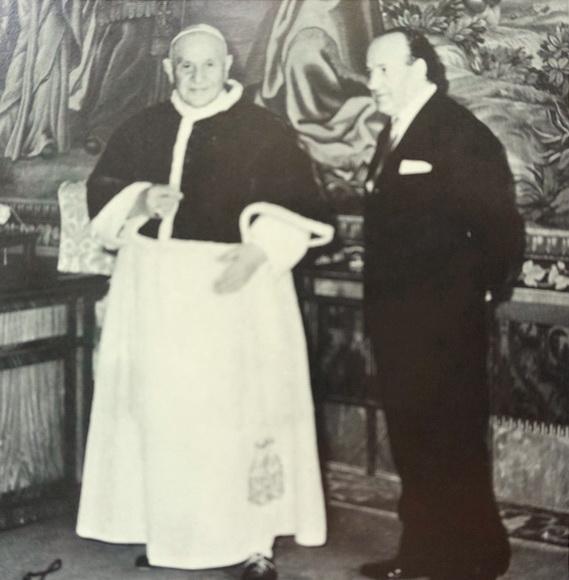 Il Papa Giovanni XXIII e lo scultore Giacomo Manzù