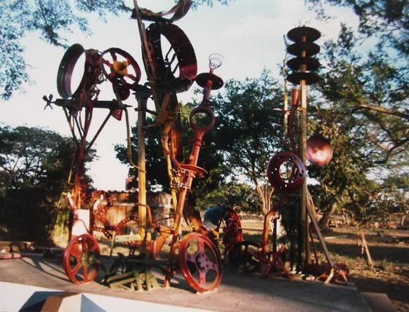 1986, Escuela Agropecuaria ACRA-UNAG, Leon, Ensamblaje policromado de maquinarias de la vieja finca