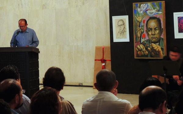 """2015 Managua, Teatro Rubén Darío, Salón de los Cristales, Luis Morales Alonso a la  presentación del libro """"POESIA CLANDESTINA REUNIDA"""" de Tomas Borge Martínez"""