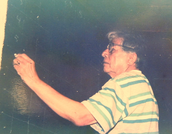 1991 El maestro salvadoreño CAMILO MINERO trabajando al mural de Mons. Oscar Arnulfo Romero