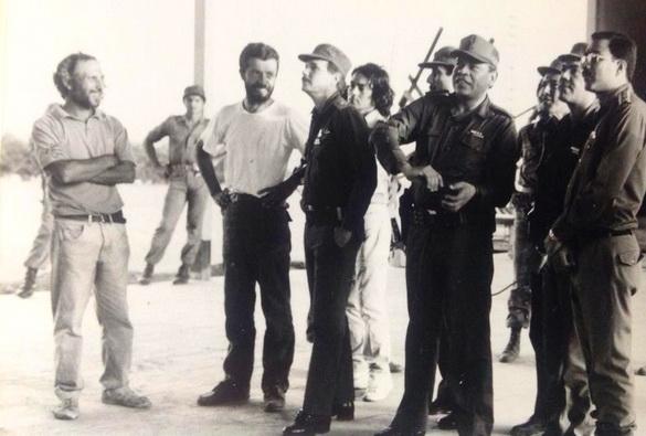 Desde la izquierda: los maestros GIANCARLO SPLENDIANI y MAURIZIO GOVERNATORI, con el Teniente Coronel ROBERTO CALDERON MEZA, el Asesor de la ENAPUM-DAS  RAUL LIRA Y MOREL  y el  Jefe del Estado Mayor del Ejército Popular Sandinista (EPS) JOAQUIN CUADRA LACAYO