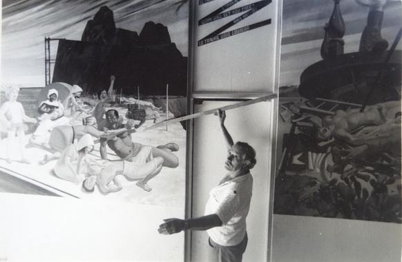 1987 El maestro italiano AURELIO C. pintando su mural en el CEMOAR