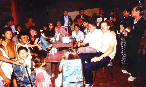 1990 Encuentro de pintores muralistas en Managua. De la izquierda a la derecha: DANIEL PULIDO, JANET PAVONE, CECILIA HERRERO, LEONEL y VICENTE CERRATO, CAMILO MINERO y SERGIO MICHILINI