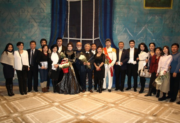 Mrs Uyanga, N.Sanchir's wife (2nd from left); N.Sanchir and Conductor Burenbekh (centre); with principal and other performing artists of The Mongolian State Academic Theatre of Opera and Ballet after the performance