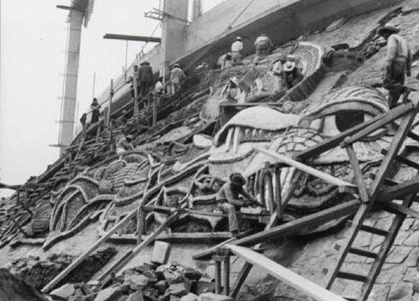Construcción del Mural del Estadio Olímpico. 1952. Autor Diego Rivera en la Ciudad Universitaria de Mexico D.F.