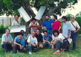 """1996, Camaguey, Cuba,  Sergio Michilini con los artistas de """"SOLARTE-CUBA"""" visitando el CITA-INRH"""