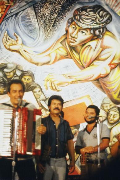 54 1982-1985-1z7  CARLOS MEJIA GODOY E LOS PALACAGUINA,  Chiesa del Barrio Riguero, Managua
