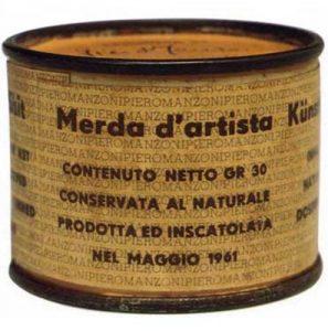 """Piero Manzoni, la beatificada """"Mierda de Artista"""", 1961, caja de hojalata, papel impreso y heces, 4.8 × 6 cm, Museo del Novecento, Milán, Italia"""