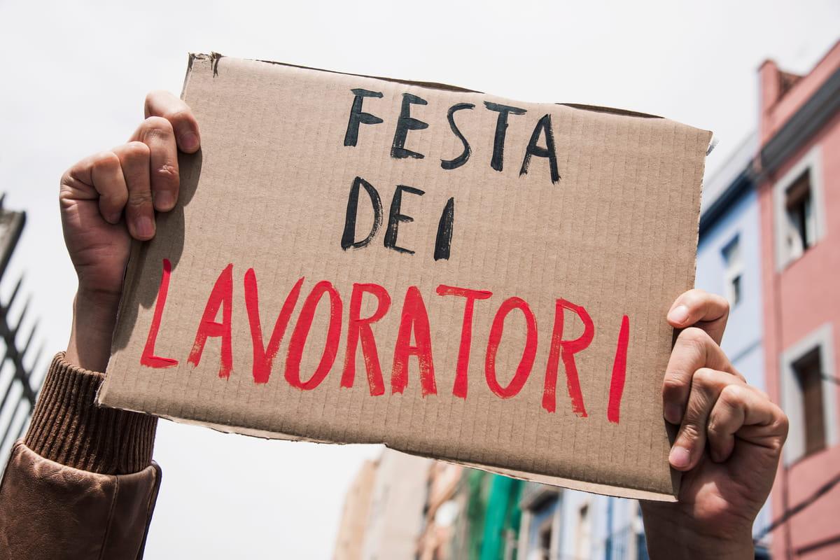 Dal 1890 nella giornata del 1° Maggio si festeggia la Festa dei Lavoratori nata dalle rivolte dei cittadini per ottenere dei diritti che oggi sembrano scontati.